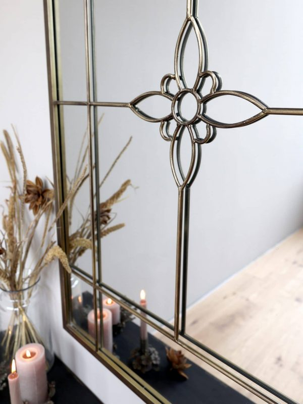 Speil med blomst 5 - 2490kr Høyde: 120 cm Lengde: 80 cm Bredde: 3 cm Farge: Antikk messing Ta kontakt for leveringstid og fraktpriser