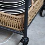 Serveringsvogn på hjul med flettekurver