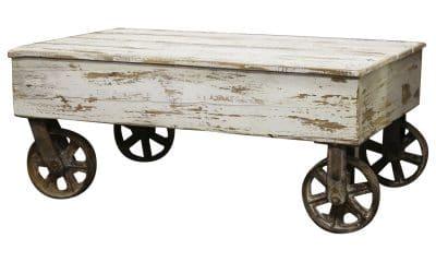Hvitt sofabord på hjul