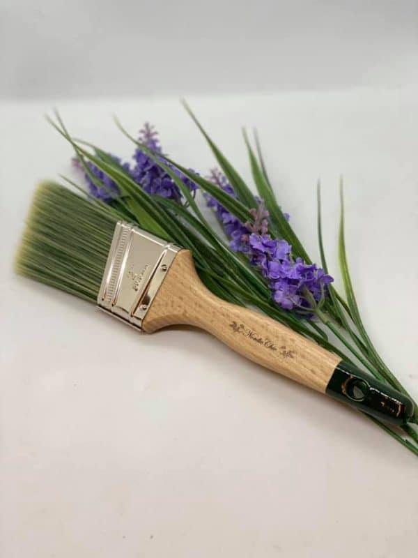 Vinklet syntet pensel 2 - Høykvalitetspensel som er vinklet i busten for å hjelpe deg å male jevnere i avslutninger og hjørner.