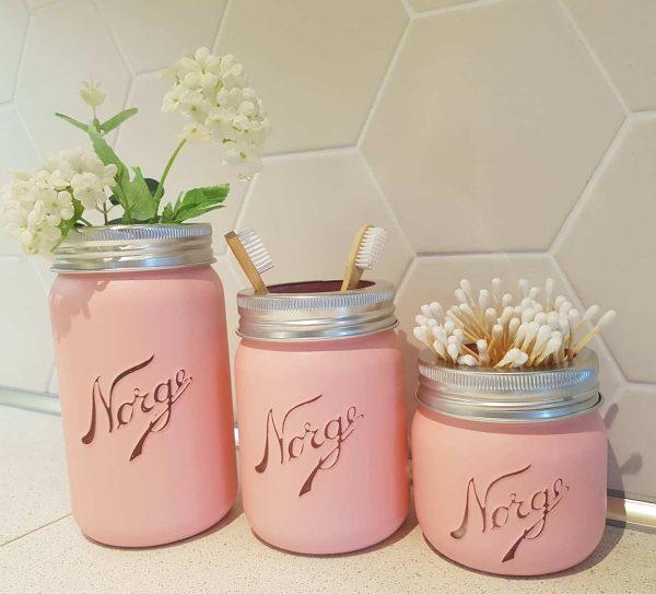 3 x malte Norgesglass malt i Pink Icing 3 - Ny eNorgesglass malt i fargen Pink Icing Glassene rommer 0,4liter, 0,7liter og 1liter Selges samlet