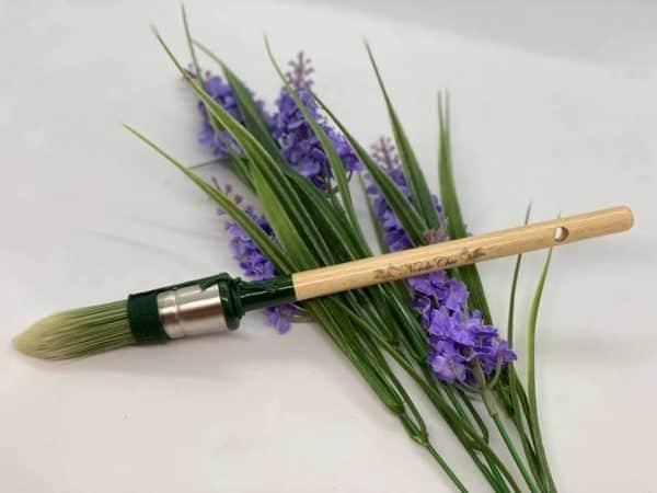 Smal og lang pensel med spiss tupp 2 - En liten, praktisk høykvalitetspenseltil de litt mindre flater, og steder det er vanskelig å komme til.